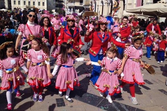 Πατρινό Καρναβάλι: Η καρναβαλούπολη σήμερα δίνει το... ''ρυθμό'' στην Αρόη
