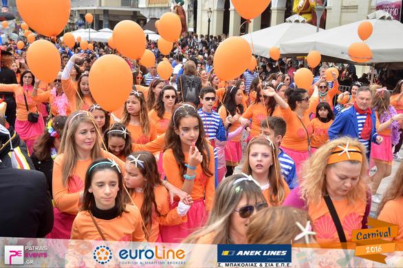 Πατρινό Καρναβάλι 2016 - Το άρμα της Βασίλισσας και το Group που την συνοδεύει Part 468