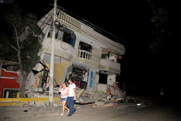 Στους 350 έφτασαν οι νεκροί από τον φονικό σεισμό στον Ισημερινό