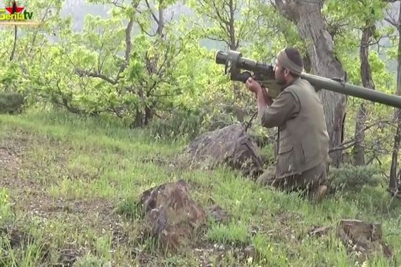 Κούρδοι αντάρτες ρίχνουν με ρουκέτα Τούρκικο ελικόπτερο!