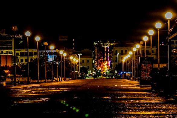 Πάτρα: Η ΔΕΗ αλλάζει τα… φώτα στον Δήμο και τα ξεχνά ανοικτά κιόλας την μέρα!
