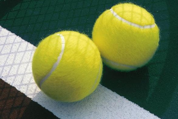 Δείτε πως φτιάχνονται τα μπαλάκια του τένις (pics)