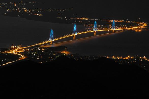 """Δείτε σε 60"""" πως ανάβουν τα φώτα της Γέφυρας Ρίου - Αντιρρίου!"""