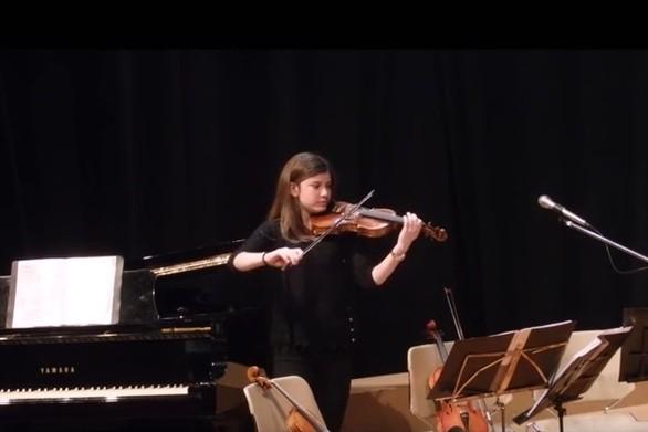 Μοναδικές μουσικές συνθέσεις από μια μαθήτρια Γυμνασίου (vids)