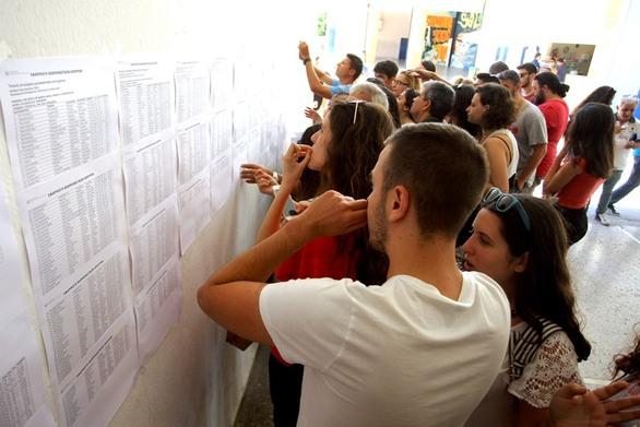 """Πανελλήνιες 2016: Πρωταγωνιστές στις """"πρωτιές"""" και φέτος οι Πατρινοί (pics)"""
