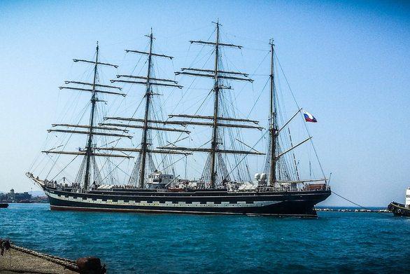 Το ρωσικό ιστιοφόρο «Κρουζεστέρν» και πάλι στο λιμάνι της Πάτρας (pic)