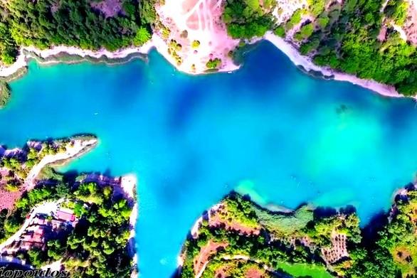 Εναέριο ταξίδι πάνω από την ομορφότερη λίμνη της Αχαΐας (video)