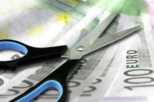 Κούρεμα 22% στα εφάπαξ και πάγος στις πληρωμές