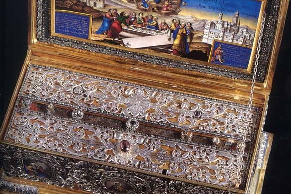 Καταφθάνει στην Πάτρα η Τίμια Ζώνη της Παναγίας - Πλήθος πιστών στον Άγιο Ανδρέα (pic+video)