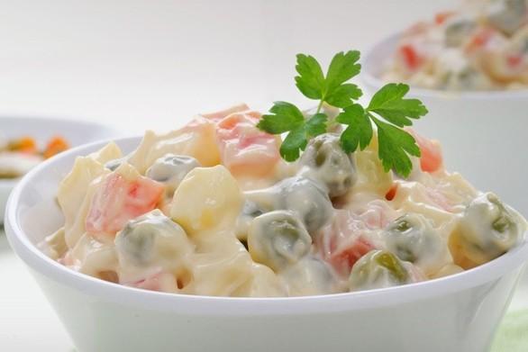 Φτιάξτε σπιτική ρώσικη σαλάτα