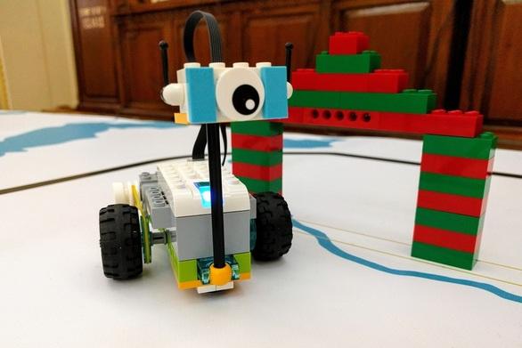 Τα σχολεία της Πάτρας συνεχίζουν την παράδοση που έχουν «χτίσει» στην ρομποτική (video)