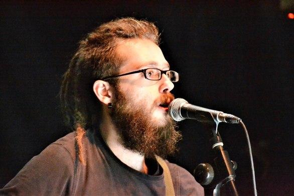Ο Πατρινός, Βασίλης Ράλλης, διασκεύασε τραγούδι του μεγάλου, Μάρκου Βαμβακάρη (video)