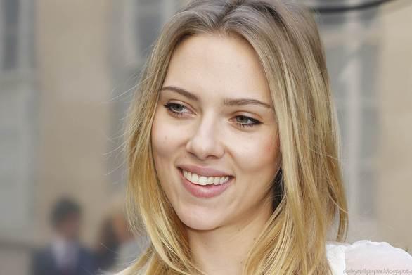 H Scarlett Johansson ως άλλη Ιβάνκα Τραμπ σε διαφήμιση - παρωδία (video)