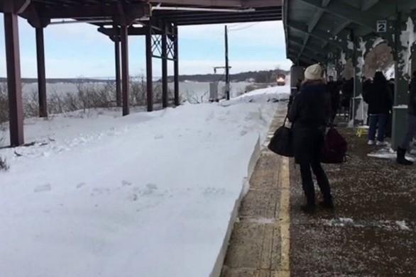 Η χιονισμένη έκπληξη ενός τρένου (video)