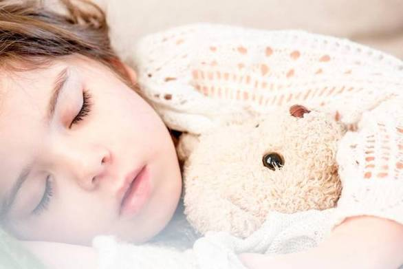 Τρεις ερωτήσεις που πρέπει να κάνετε στο παιδί σας κάθε βράδυ