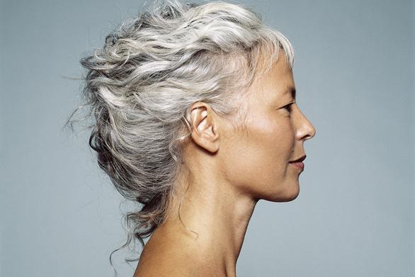 Πώς σχετίζονται τα γκρίζα μαλλιά με τα καρδιαγγειακά νοσήματα;