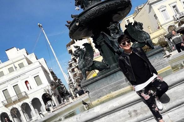 H νεαρή κοπέλα που ήρθε στην Πάτρα και... πέρασε υπέροχα! (φωτο+video)