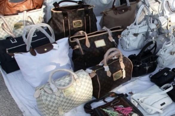 Συνελήφθησαν τέσσερα άτομα σε Πάτρα και Ναύπακτο για παραεμπόριο