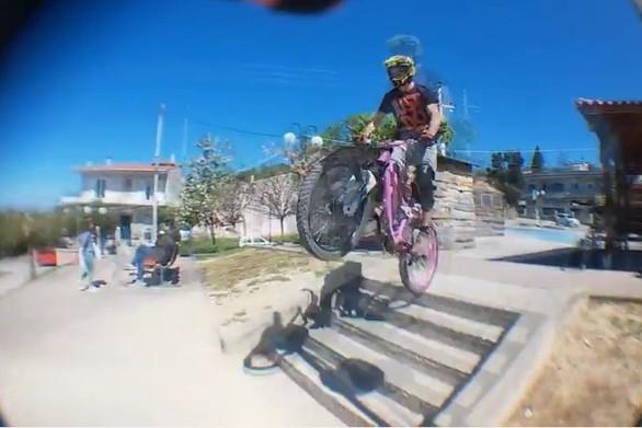 Downhill και urban downhill, σε εντυπωσιακές καταβάσεις, στην Πάτρα (vids)