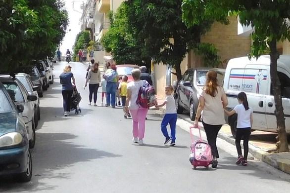 Κάποιες μαμάδες βγήκαν στους δρόμους την «Ημέρα της Μητέρας»