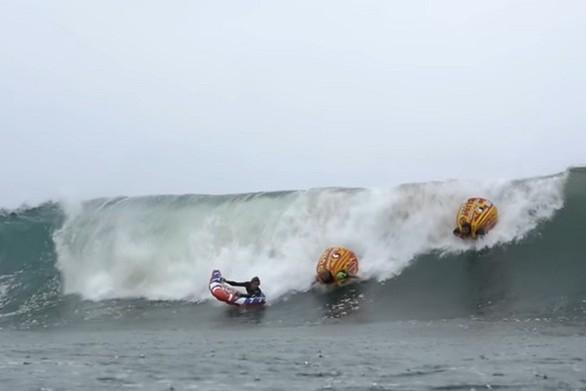 Το σούμο surfing είναι η νέα μόδα στη θάλασσα (video)