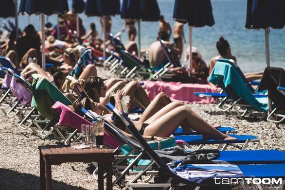 Ζητούνται σερβιτόροι/σερβιτόρες για δημοφιλές beach bar restaurant του Ρίου!