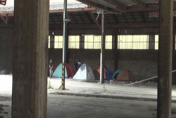 Πάτρα: Εθελοντές έδωσαν ζεστό φαγητό και αγάπη στους μετανάστες