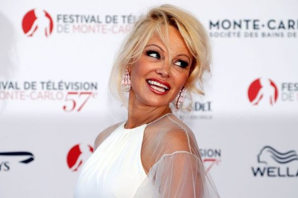 """""""Φτερά"""" έκανε το όνειρο της Pamela Anderson για vegan εστιατόριο"""