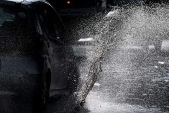 Ζευγάρι στο Κιάτο εγκλωβίστηκε στο αυτοκίνητό του