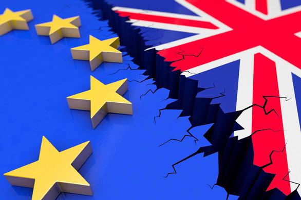 Η Βρετανία θα συνεχίσει τις πληρωμές της προς την ΕΕ τουλάχιστον μέχρι το 2020