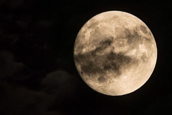 Το μεγάλο φεγγάρι της σελήνης μάγεψε φθινοπωριάτικα την Πάτρα!