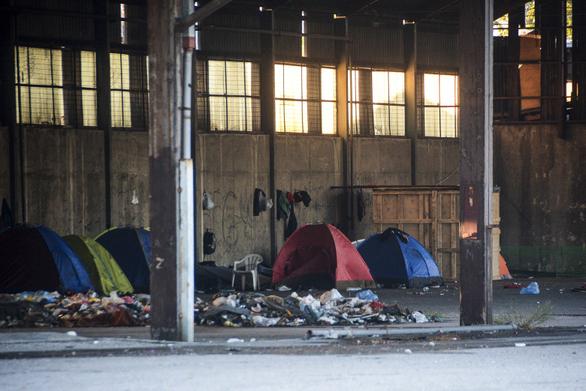 Πάτρα: Έρχονται επιχειρήσεις μαζικής εκκένωσης των άτυπων καταυλισμών στην Ακτή Δυμαίων;