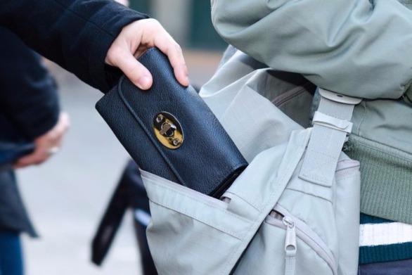 Αγρίνιο: Άγνωστοι αφαίρεσαν το πορτοφόλι 69χρονης