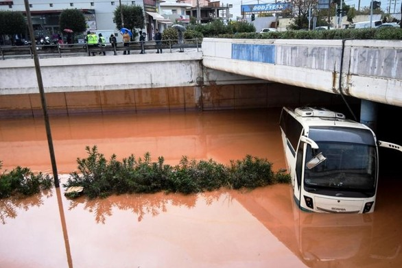 """Οδηγός - """"ήρωας"""" έσωσε τους επιβάτες του λεωφορείου που ερχόταν στην Πάτρα (video)"""