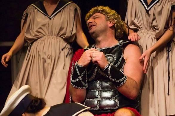 «Ιφιγένεια εν γένει... tragic» - Μια παράσταση που χαρίζει στους Πατρινούς πολύτιμο γέλιο!