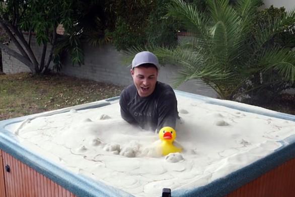 Τζακούζι με κινούμενη άμμο (video)