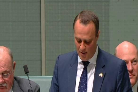 Αυστραλός πολιτικός έκανε πρόταση γάμου στον σύντροφό του μέσα στη Βουλή (video)