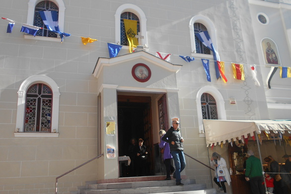 Πάτρα: Πλήθος πιστών στο ναό του Αγίου Νικολάου - Πανηγυρίζει η Ενορία (pics)