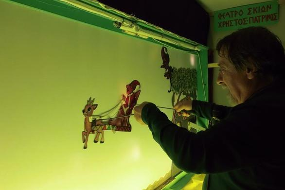 """Πάτρα: """"Το Χριστουγεννιάτικο όνειρο του Καραγκιόζη"""" έρχεται στο Περί Σκιών"""