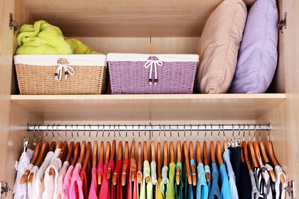 Πώς να αποθηκεύουμε σωστά τα ρούχα μας