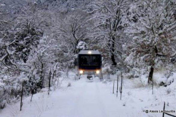 """Η """"μάχη"""" του Οδοντωτού με τον χιονιά, στα Καλάβρυτα!"""