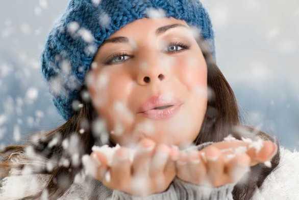 Συνήθειες που βλάπτουν το δέρμα τον χειμώνα