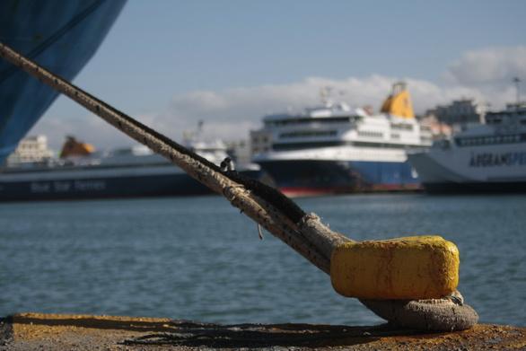 Απαγορευτικό απόπλου λόγω του καιρού - Δεμένα στα λιμάνια τα πλοία