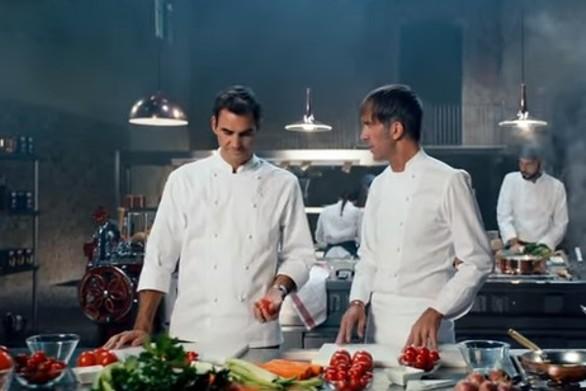 Ο Ρότζερ Φέντερερ μαγειρεύει υπό τους ήχους του... «Ζορμπά» (video)