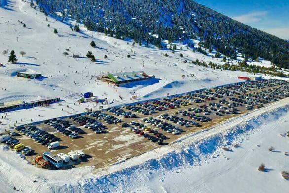 Σφύζει από ζωή αυτές τις γιορτινές μέρες το Χιονοδρομικό Κέντρο Καλαβρύτων (video)