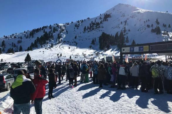 Κοσμοσυρροή στο Χιονοδρομικό των Καλαβρύτων στις γιορτές - Πάνω από 50.000 επισκέπτες!