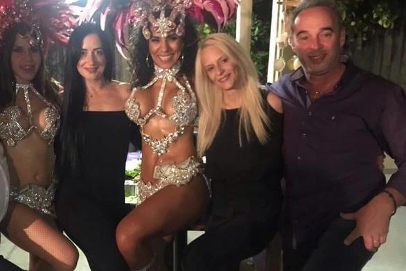 Πατρινός μπήκε στο ρυθμό της σάμπα και του καρναβαλιού της Βραζιλίας (pics)