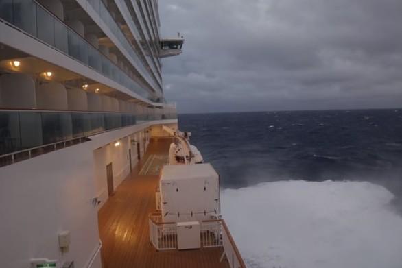 Ταξίδι με κρουαζιερόπλοιο μετατράπηκε σε... εφιάλτη (video)