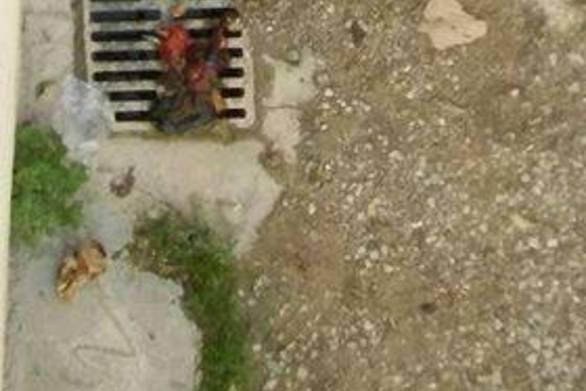 Πάτρα: Πέταξαν εντόσθια ζώου σε υπόνομο στην Ανθείας