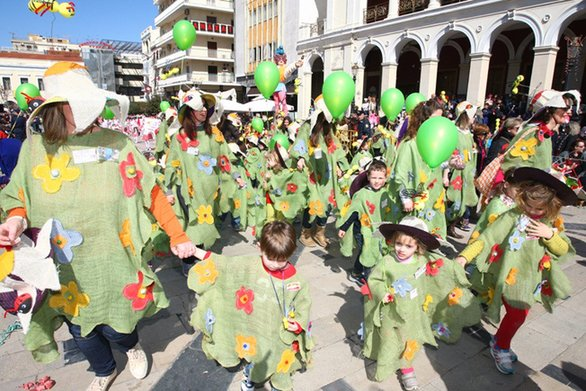 Στο έλεος του καιρού οι μικροί καρναβαλιστές της Πάτρας - Όλα δείχνουν βροχή